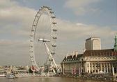 Millenium wheel ve nehir thames.we ile Londra görünümü — Stok fotoğraf