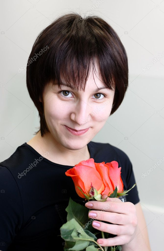 Smiling girl with three red roses in their hands — Stock Photo #5346364