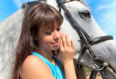 Flicka på en häst — Stockfoto