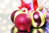 3 つの赤いクリスマス ボール — ストック写真