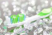 зубная щетка на светлом фоне — Стоковое фото