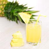 Abacaxi e suco de abacaxi — Foto Stock