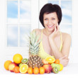 Young woman with fruits — ストック写真