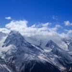 Красивые горы в облаках — Стоковое фото