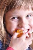 ısırma tatlı bir çocuk — Stok fotoğraf