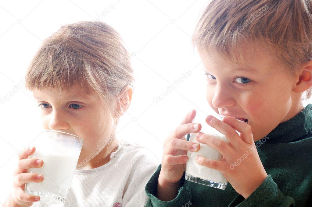 Фото детей с молоком