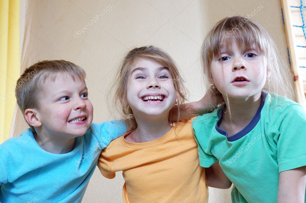 Group of happy children playing together at home — Stock Photo #5371192