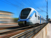 Train à grande vitesse avec le flou de mouvement — Photo