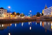 's avonds stadsgezicht van helsinki, finland — Stockfoto