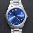 stainless steel watch auf schwarz — Stockfoto