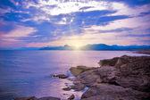 Deniz manzaralı günbatımında — Stok fotoğraf
