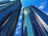 Moderne blauwe weerspiegelende kantoorgebouwen — Stockfoto