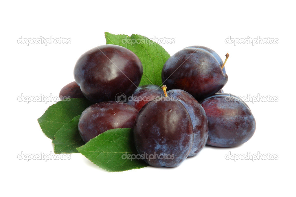 Ripe plums and a half with leaves on a white background — Stock Photo #3931045