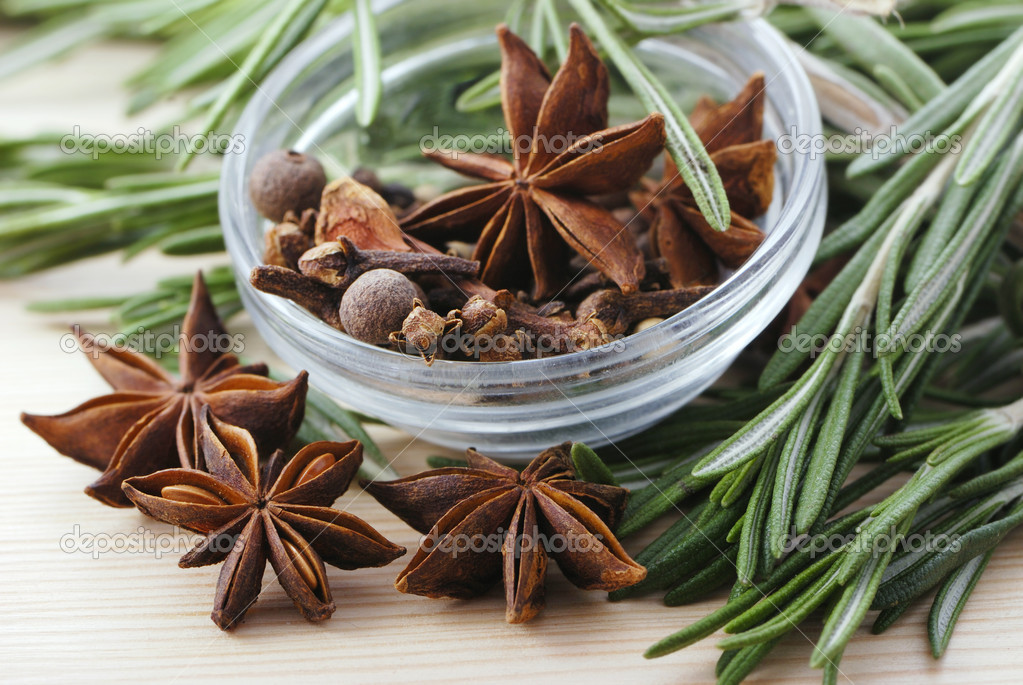 Rosemary, peppercorn, cloves and anise stars close-up in glass plate — Stock Photo #4943864