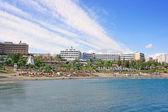 Tropical city beach — Stock Photo