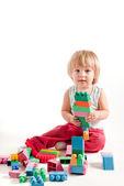 Menino engraçado brincar com blocos — Foto Stock