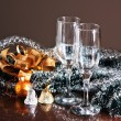 Glasses of wine and Christmas decoration — Stockfoto
