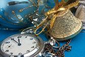 Kerstmis decoratie en zak horloges — Stockfoto