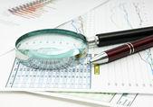 Documento de trabajo con un diagrama — Foto de Stock