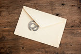 Old mailing envelope and sign the e-mail — Stock Photo