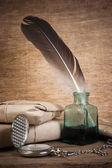 Carta y una pluma en el tintero — Foto de Stock