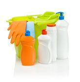 Accesorios de limpieza con el cubo verde — Foto de Stock