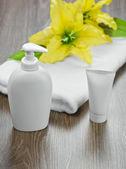 Towel tube flower and bottle — Stockfoto