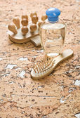 Masaj saç fırçası ve şişe — Stok fotoğraf