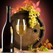 Foto Stock: Composition of white wine and grape and foliage of grape