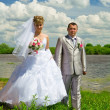Foto Stock: Wedding pair on coast of the river