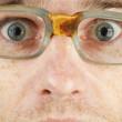 se enfrentan en primer plano gafas viejo mal — Foto de Stock