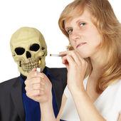 Femme ne comprenait pas comment dangereux fumer — Photo