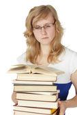 étudiante avec une pile de livres isolé sur blanc — Photo