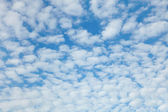 Blue sky with easy clouds — Stock Photo