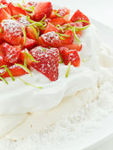 Strawberry Pavlova — Stock Photo