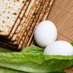 Matzot, eggs and lettuce — Stock Photo #4879961