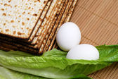 Matzot, eggs and lettuce — Stock Photo