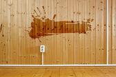 Grunge çerçeve duvar ile ahşap iç — Stok fotoğraf