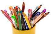 Penne e matite colorate — Foto Stock