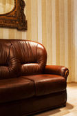 Brown leather sofa — Stockfoto