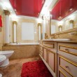Fashionable marble bathroom - 图库照片