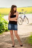 自転車でセクシーな女性 — ストック写真