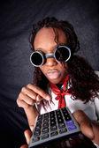 Jovem afro-americano com calculadora — Fotografia Stock