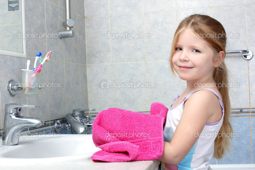 Little Girls After Shower Hot Girls Wallpaper