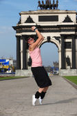 Woman modern ballet dancer in sity against classic arch — Stock Photo