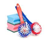 Rengöring av penslar och kök tvättsvamp — Stockfoto
