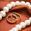 White pearls and wedding rings — Stock Photo #4991777
