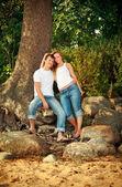 Smiling couple next tree — Stock Photo
