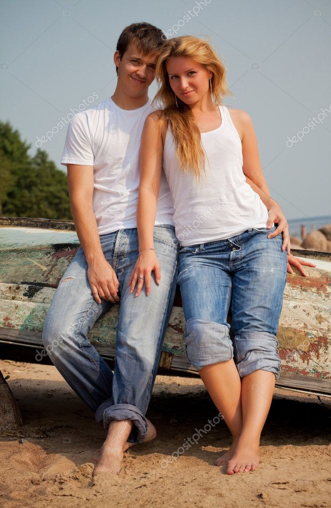 Beautiful couple on a beach near old boat — Stock Photo #3992905