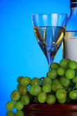 Glass of wine and grape bunch — Stock Photo